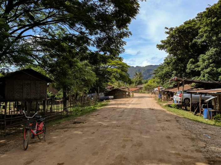 Main road of Ban Phon-Gneng