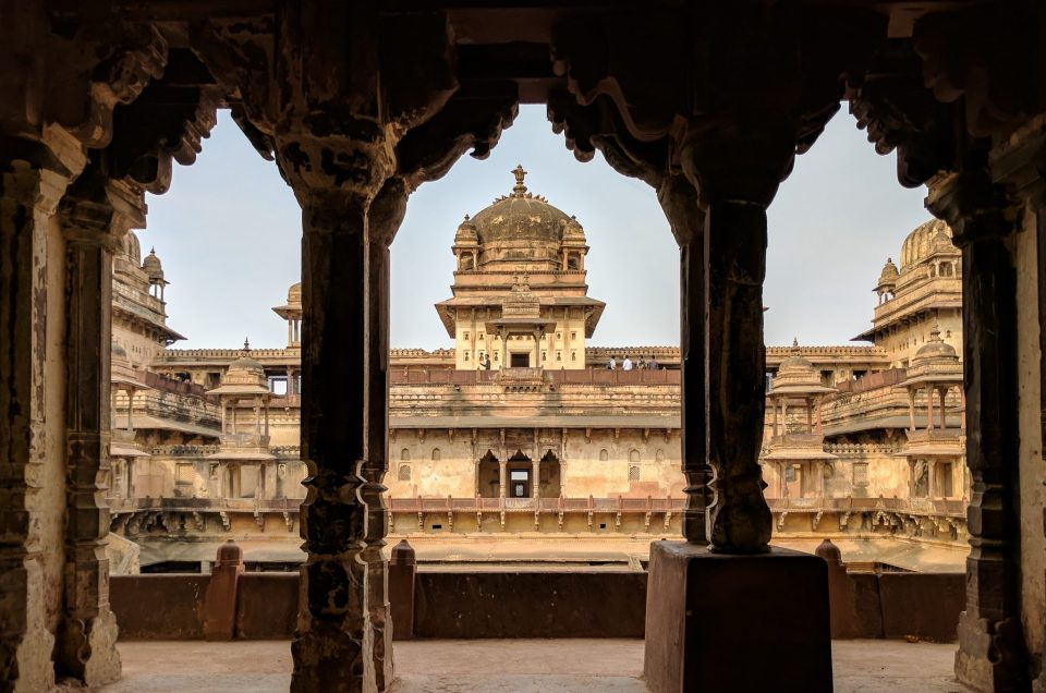 A passage of Raja Mahal, Orchha